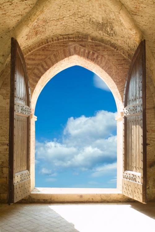 Open_door_way_with_sky